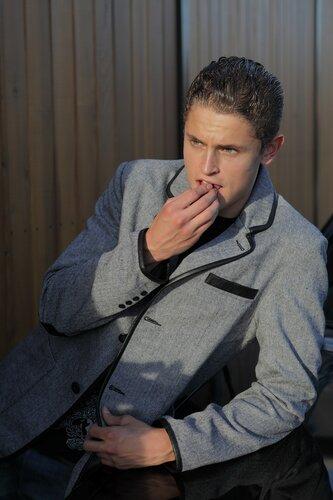 Качественно сшитый кожаный пиджак отличают лацканы, у идеально скроенной...