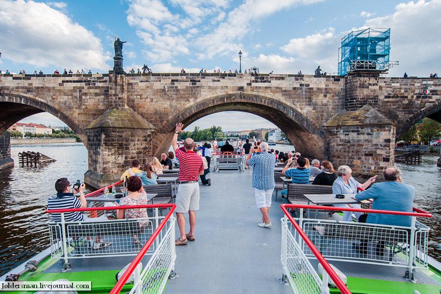 Карлов Мост вид с реки