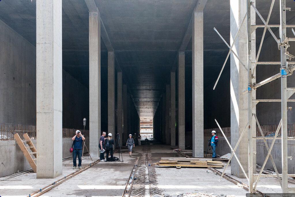 Перспектива станции в сторону Делового центра с блоггерами для масштаба :)