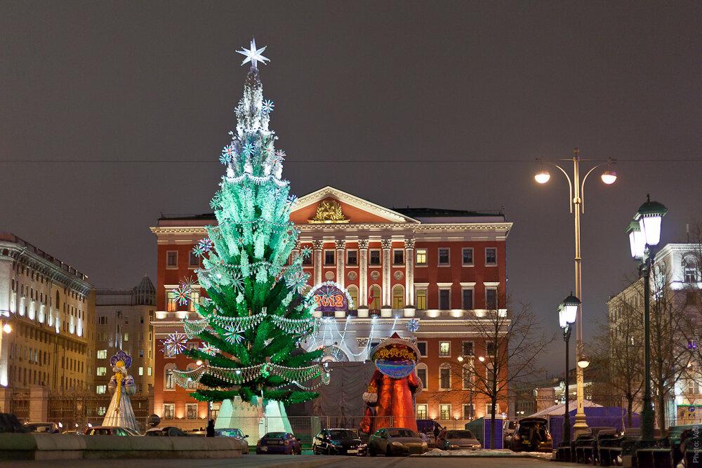 Новогодняя ёлка «Триумфальная» на Триумфальной площади, напротив мэрии