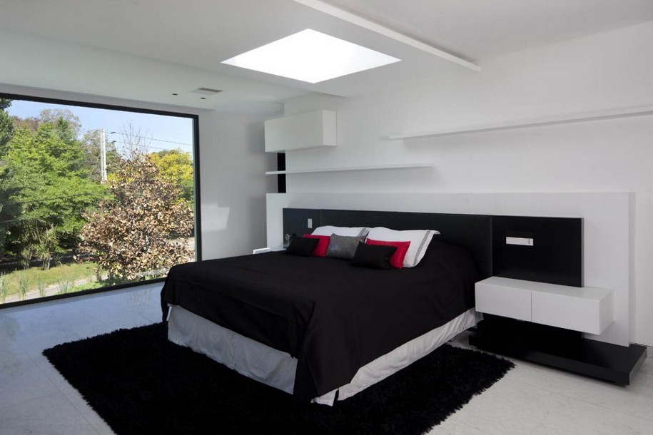 Современный двухэтажный дом в Аргентине