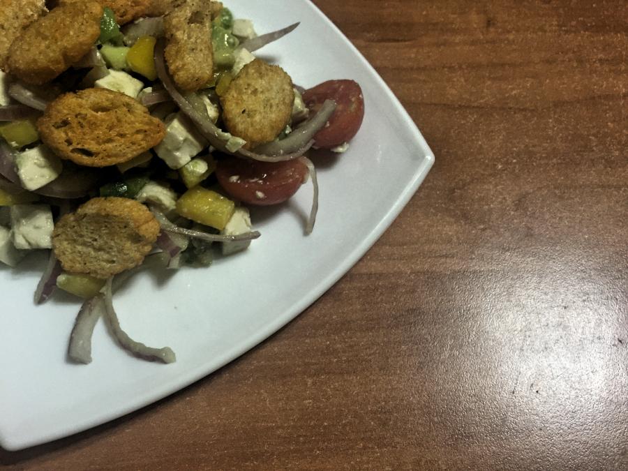 Салат с сыром тофу и авокадо