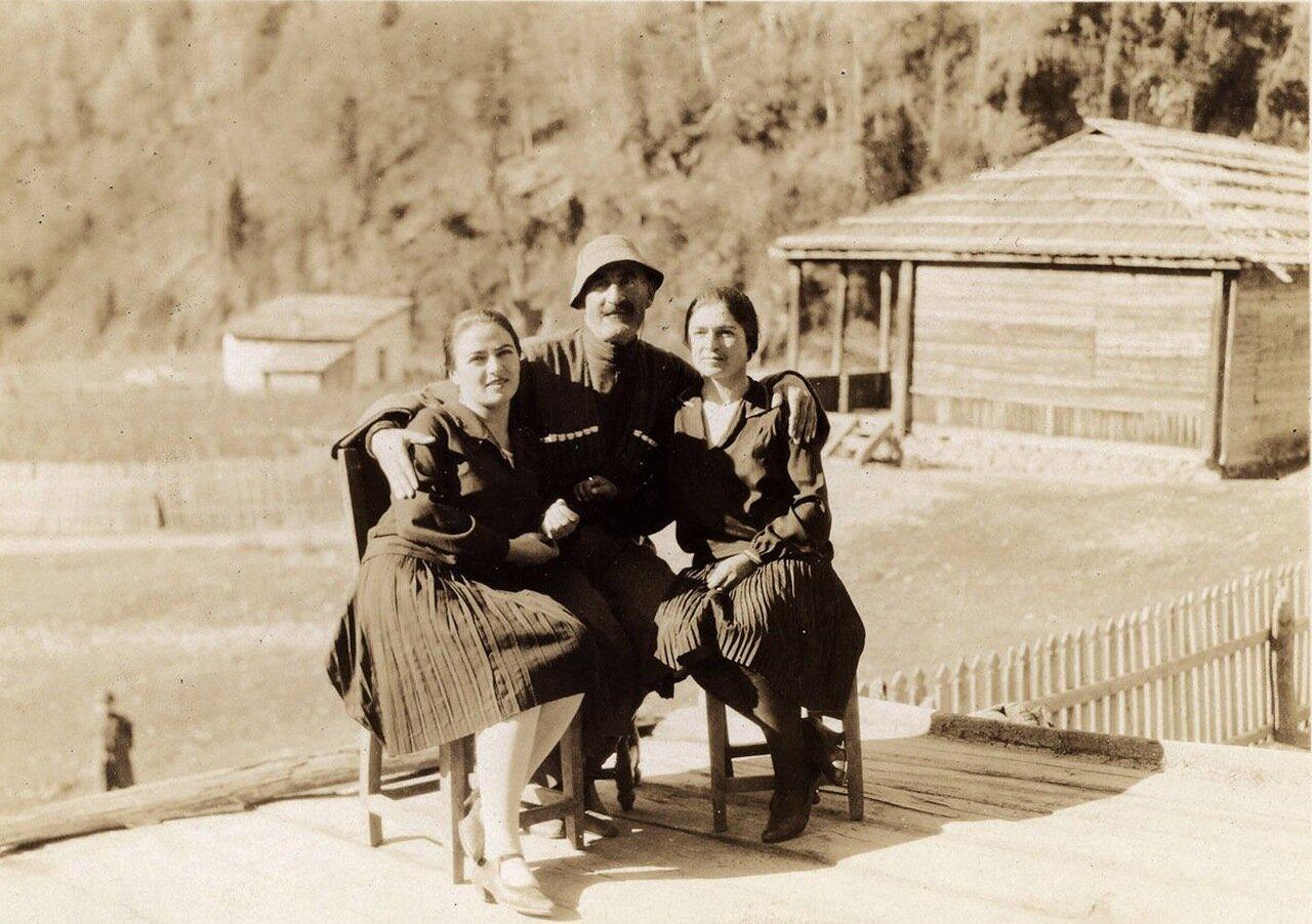 Музахан с двумя сванетками