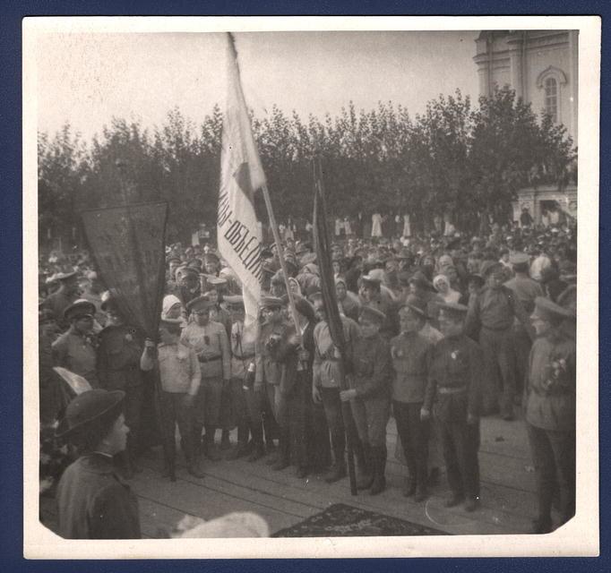 Отправка на фронт женщин-добровольцев в ударный батальон М. Бочкаревой