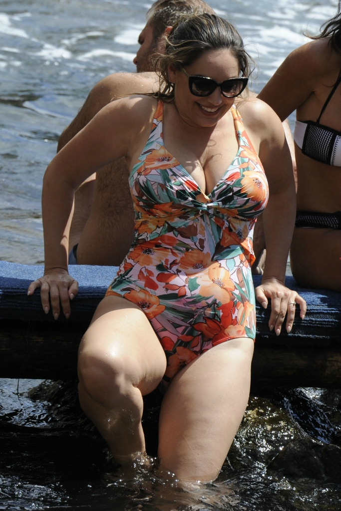 KELLY BROOK IN BIKINI, AND JEREMY PARISI IN BEACH ISCHIA