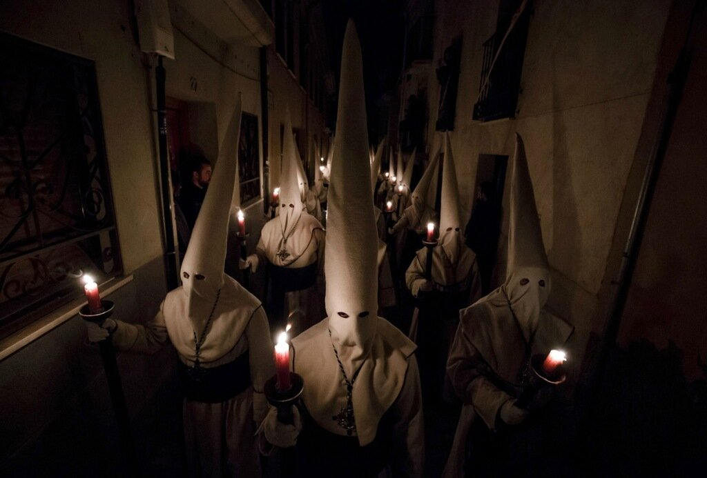 """TOPSHOT - Penitents of the """"Jesus Yacente"""" brotherhood hold candles during a Holy Week procession in the northwestern Spanish city of Zamora, on March 24, 2016.Christian believers around the world mark the Holy Week of Easter in celebration of the crucifixion and resurrection of Jesus Christ. / AFP / CESAR MANSO        (Photo credit should read CESAR MANSO/AFP/Getty Images)"""