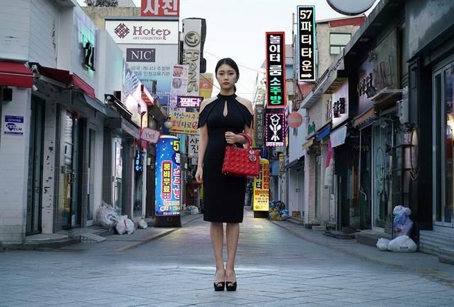 Dior принес извинения за южнокорейскую «проститутку»