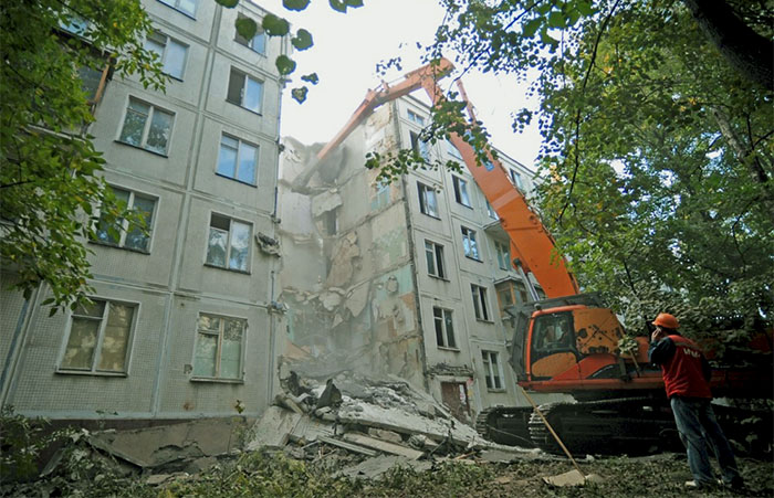 Снос и демонтаж пятиэтажного здания в Москве