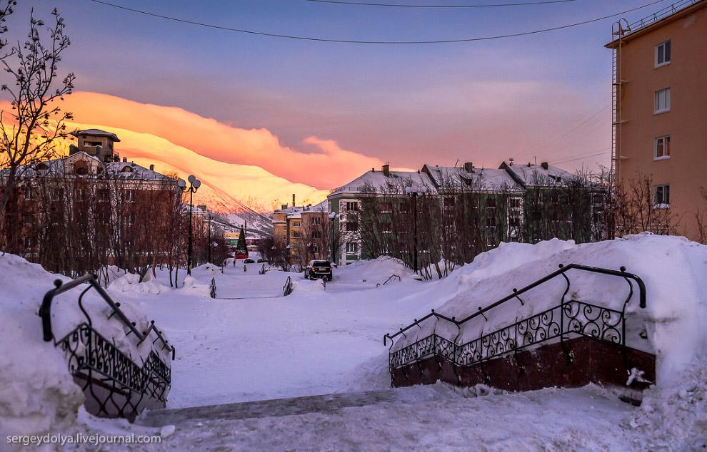 23. Кировск известен в первую очередь своим горнолыжным курортом, но сейчас подъемники на профи