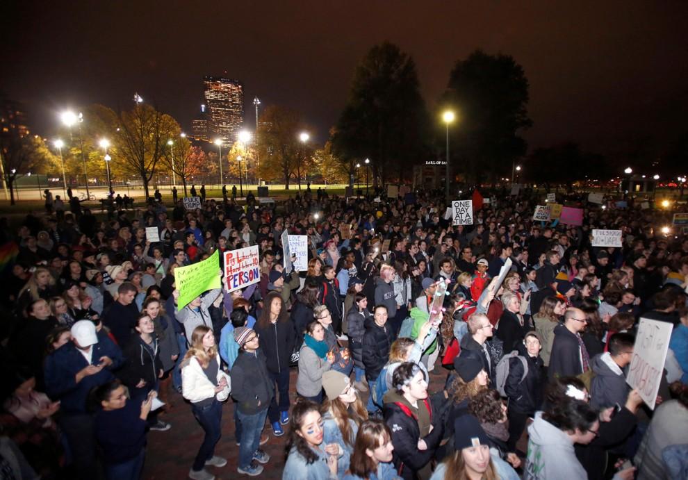 Акция протеста в Бостоне, штат Массачусетс, 9 ноября 2016 года.