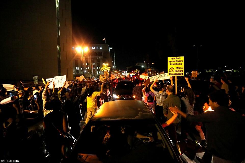 """""""Анти-Трамп"""": десятки тысяч протестующих выступают по всей Америке, реагируя на победу Трампа"""