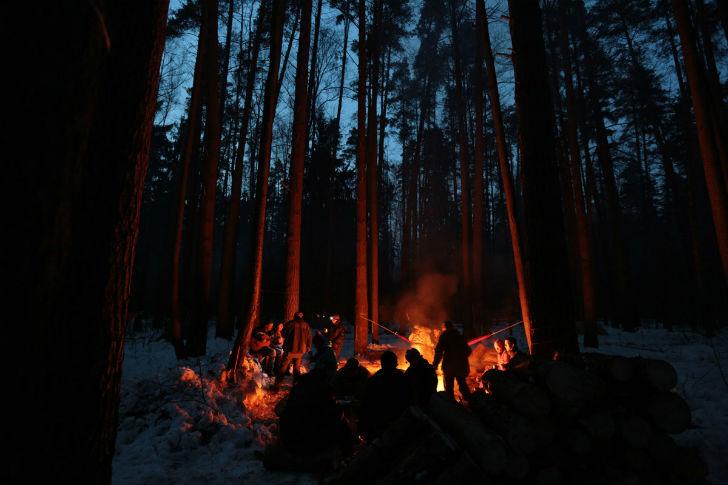 Главное — запастись дровами до наступления темноты.