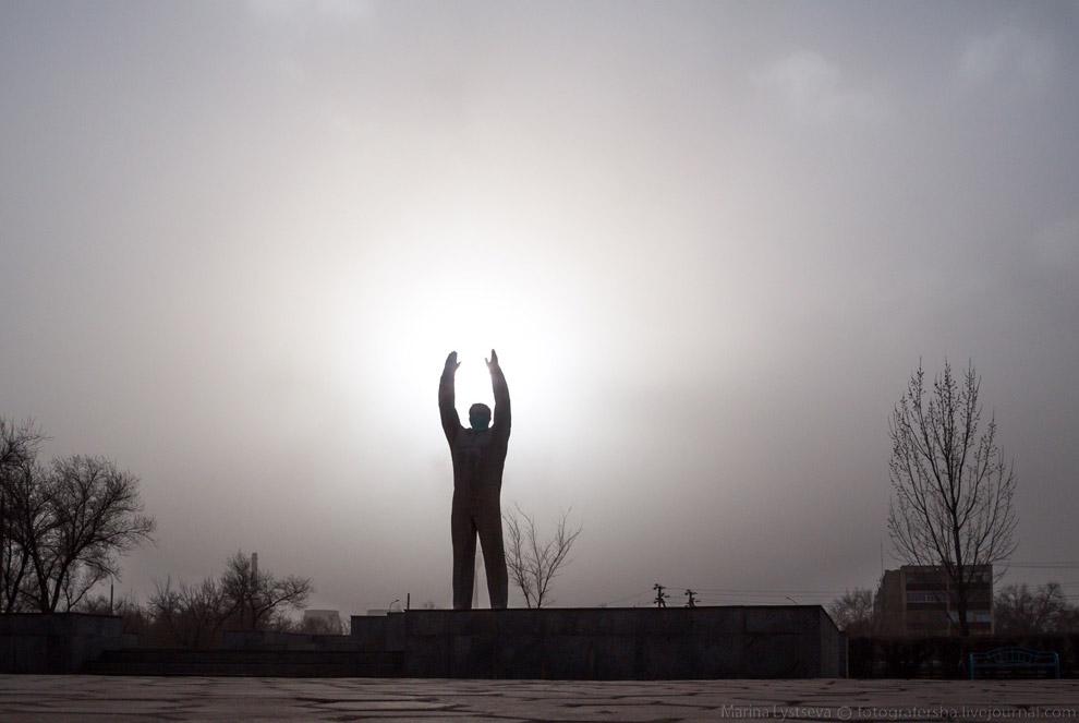 Памятник Сергею Королёву, в большой степени отцу-основателю Байконура.