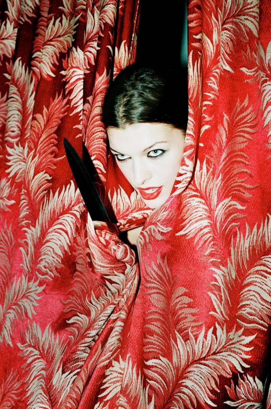 Милла Йовович (Milla Jovovich) в фотосессии Криса Флойда