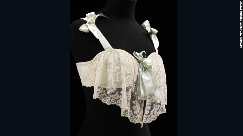 К началу XX века среди женщин распространились прототипы современного бюстгальтера, поддерживающие г