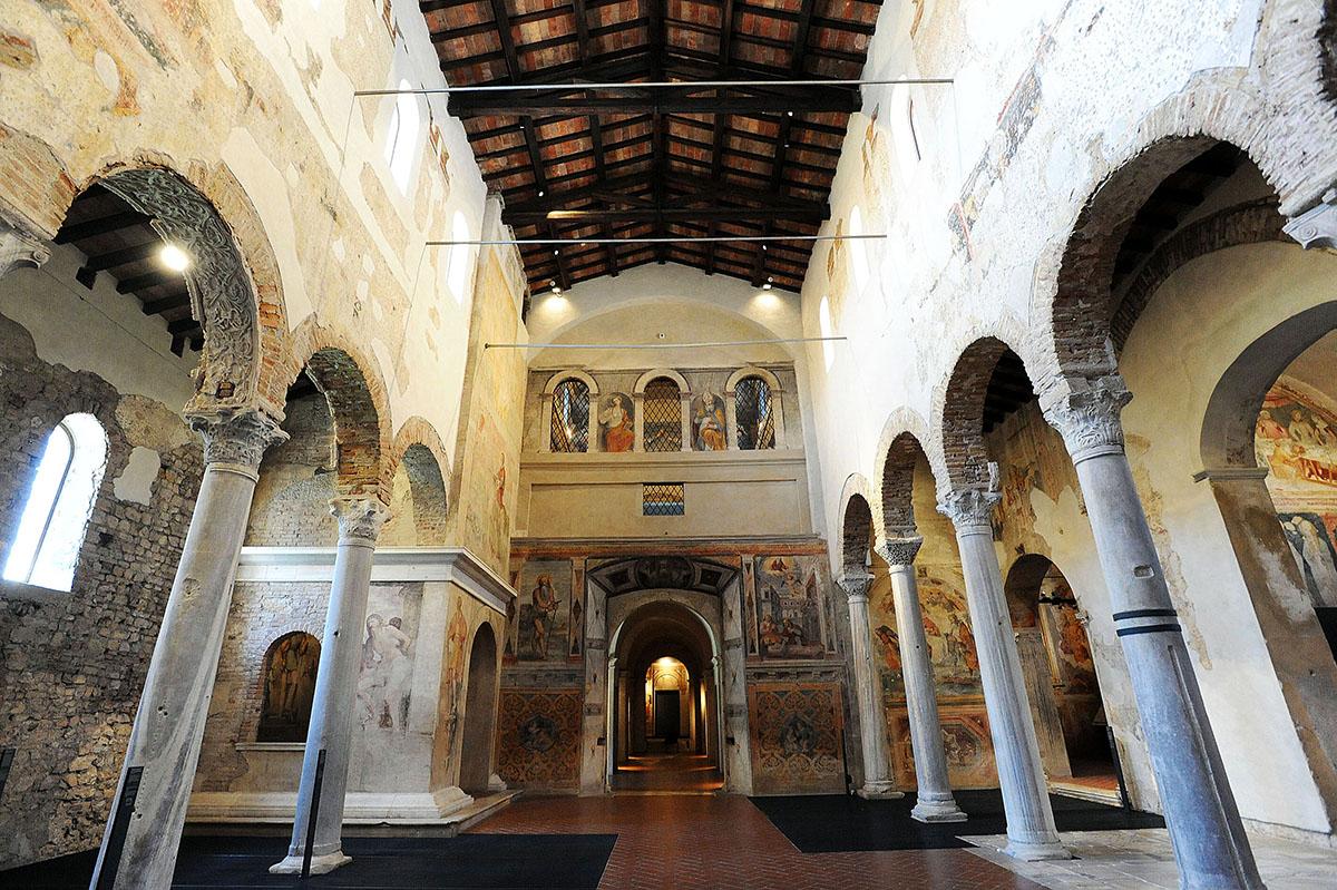 35. Церковь Сан-Сальваторе с прекрасно сохранившимся убранством является одним из наиболее значимых