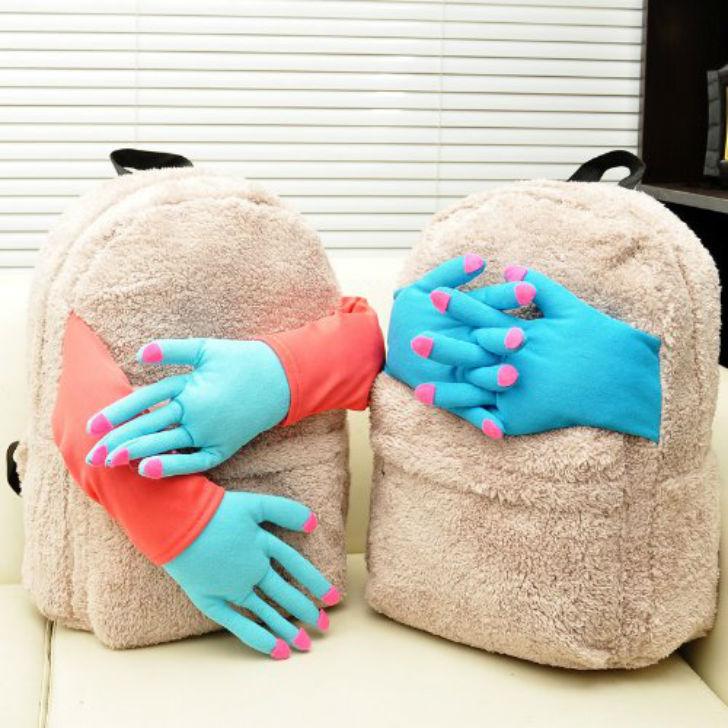 Тяжелый день на работе? Плюшевый рюкзачок вас обнимет и утешит