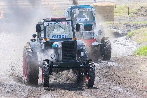 В России, со свойственной нам русской щедростью, тракторам выделили отдельные гонки «Бизон-Трек-Шоу»