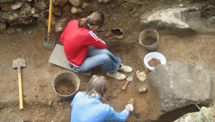 ВАнглии археологи отыскали 600-летний детский кожаный ботинок