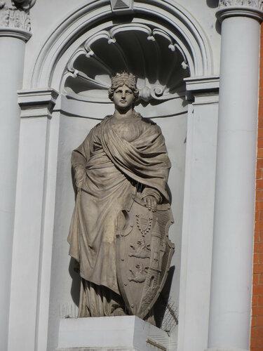 Flensburgia beim Stadttheater; die einzige Skulptur in Flensburg mit gewisser Ähnlichkeit zur verlorengegangenen Germania