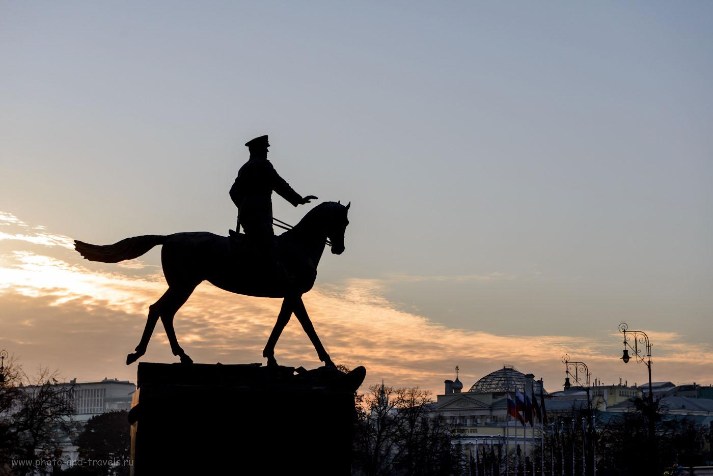 Фотография 22. Памятник Жукову напротив здания Государственного исторического музея в Москве. 1/640, -1.0, 7.1, 100, 70.