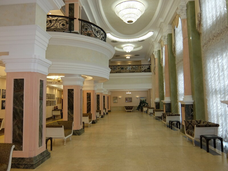 Тюмень - В фойе драматического театра