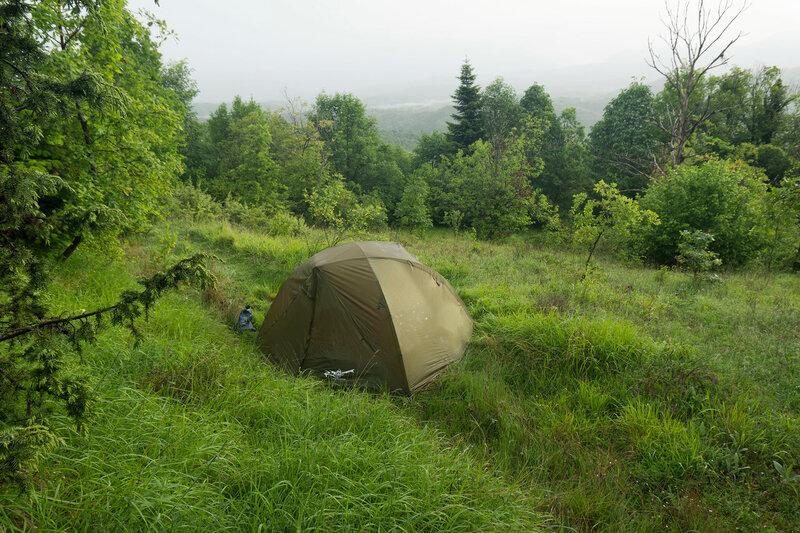 Ночевка в палатке в горах Северный Пинд, Загория, Греция