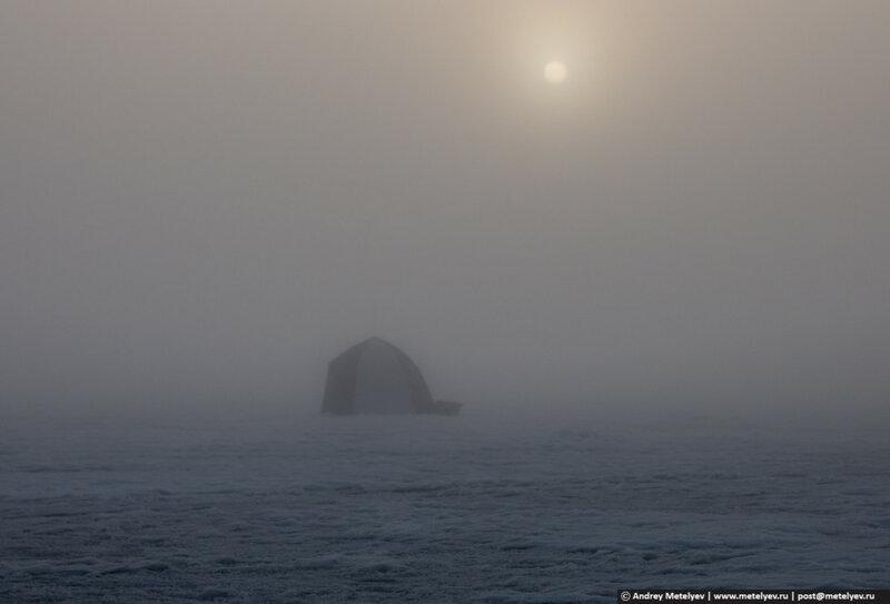 палатка в тумане на озере Сунгуль
