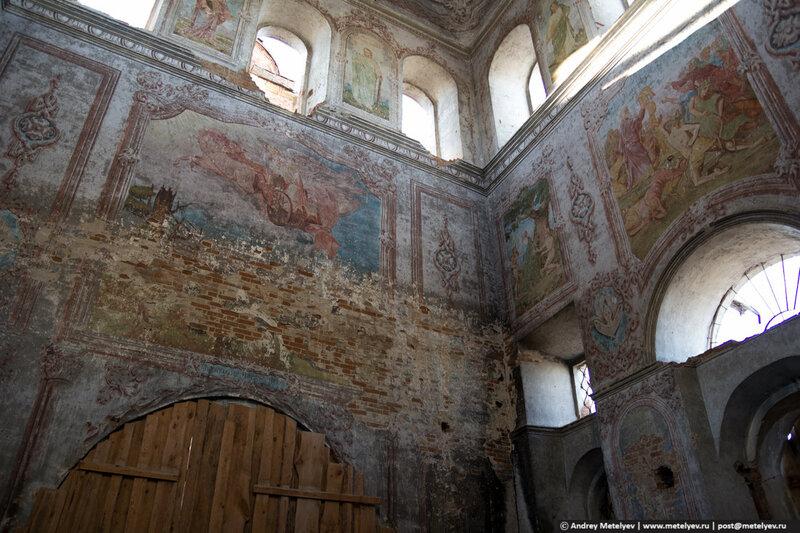 На стенах Смолинского храма сохранились рисунки