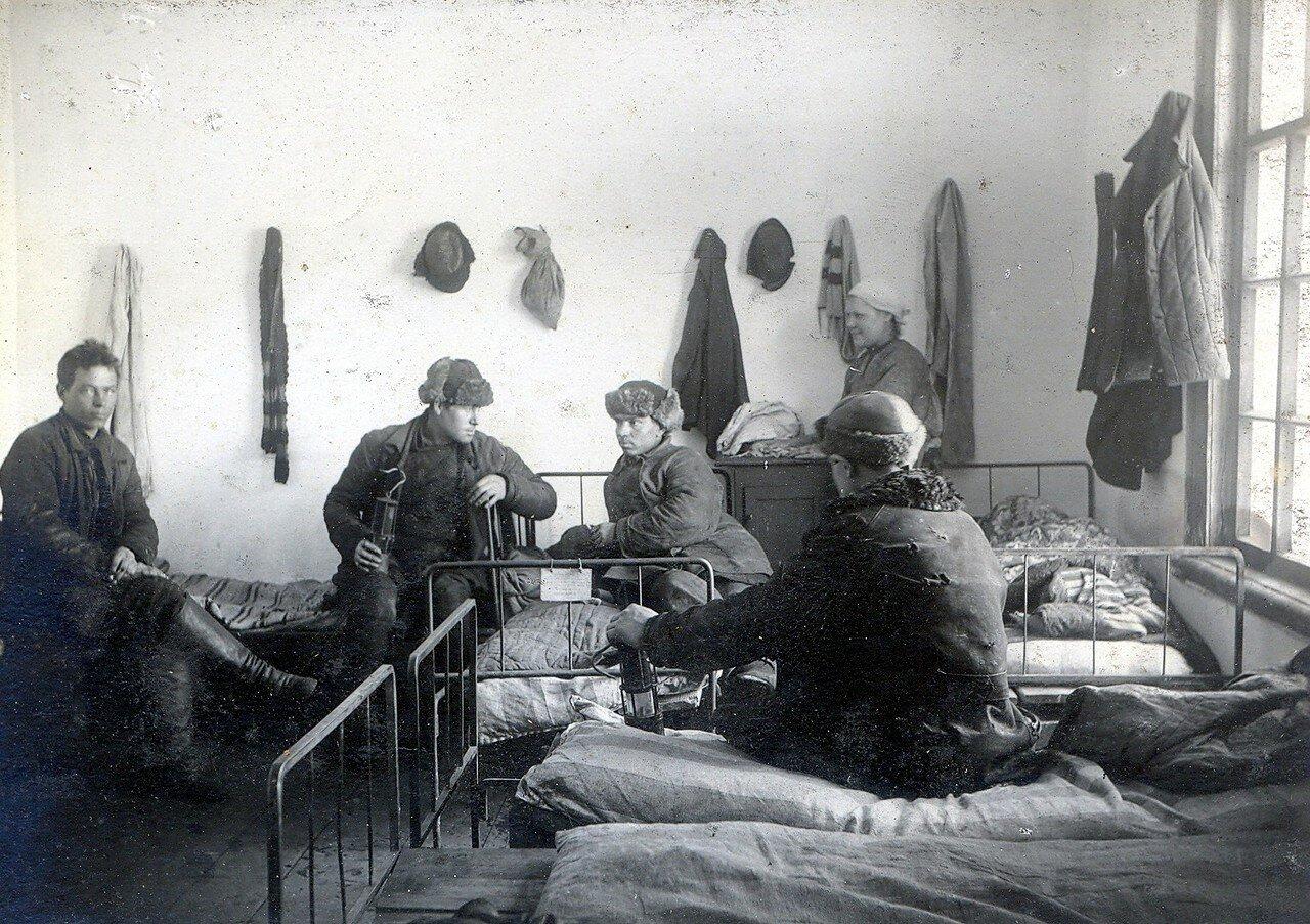 1930-е. Вид внутри обычной казармы на Октябрьском Поле