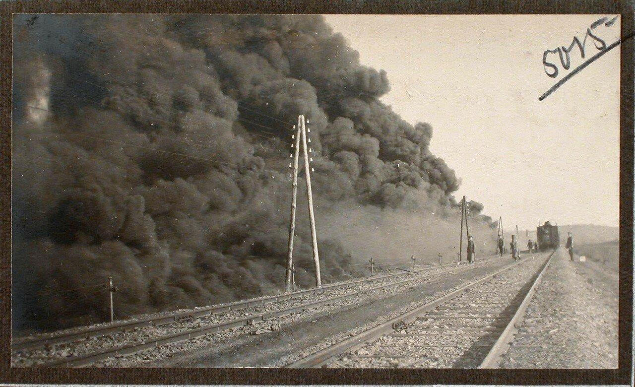 38. Пожар вблизи железнодорожного полотна, возникший после взрыва емкости с бензином