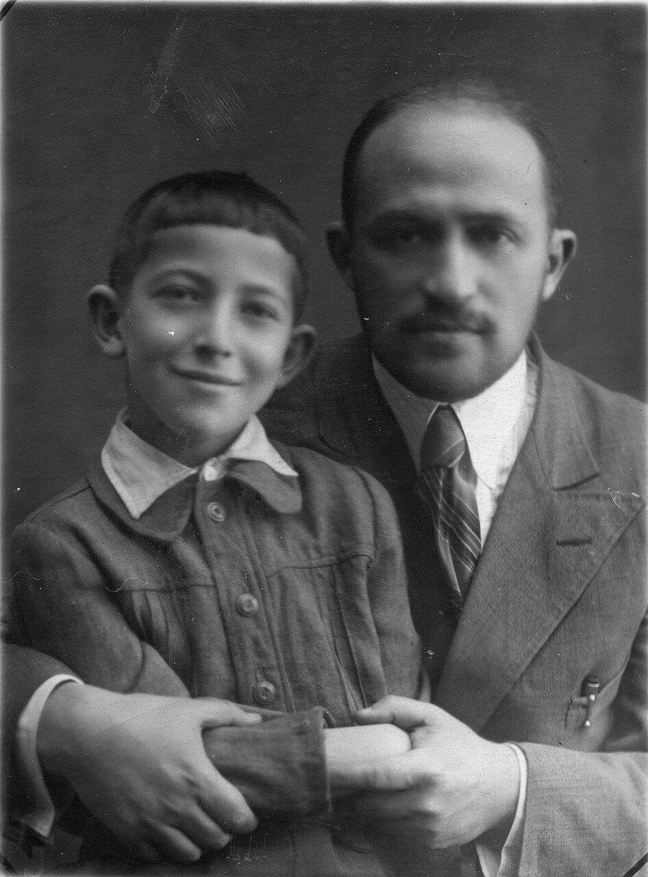 1941. Самуил Лясс с сыном Евгением