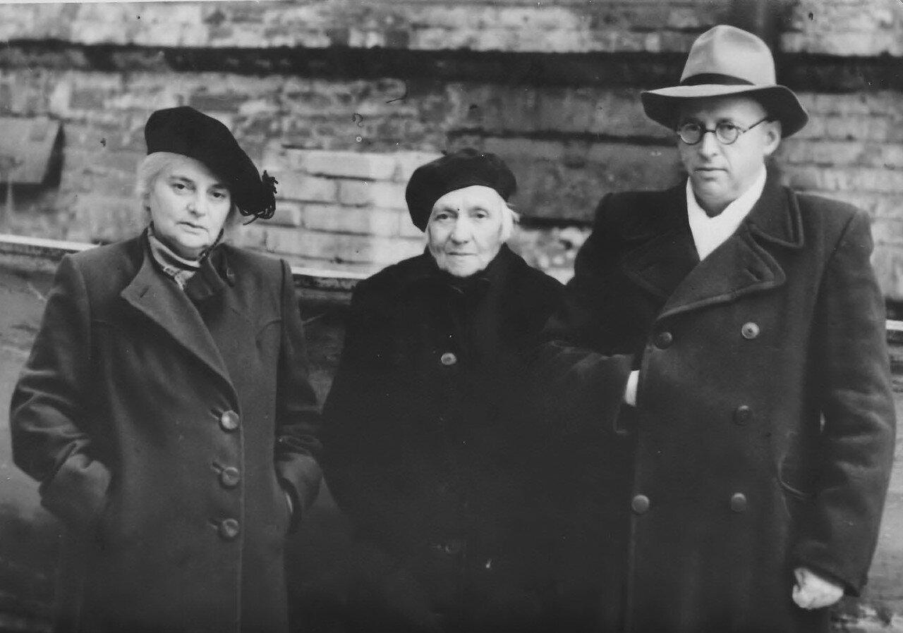 Ева Гольдман (Лясс) вместе с дочерью Наталией и сыном Львом
