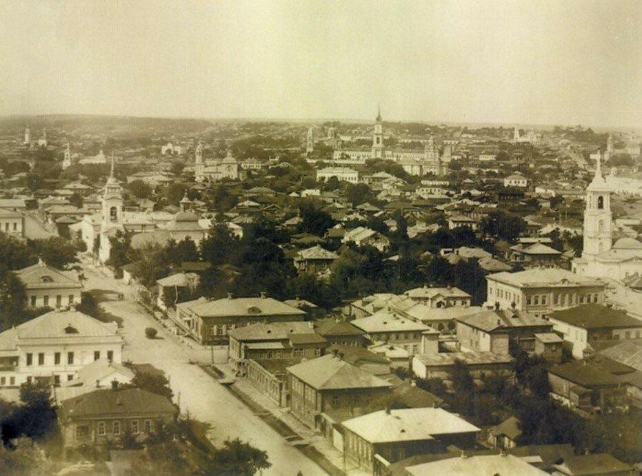 Вид с колокольни церкви Петра и Павла на Коммерческую улицу