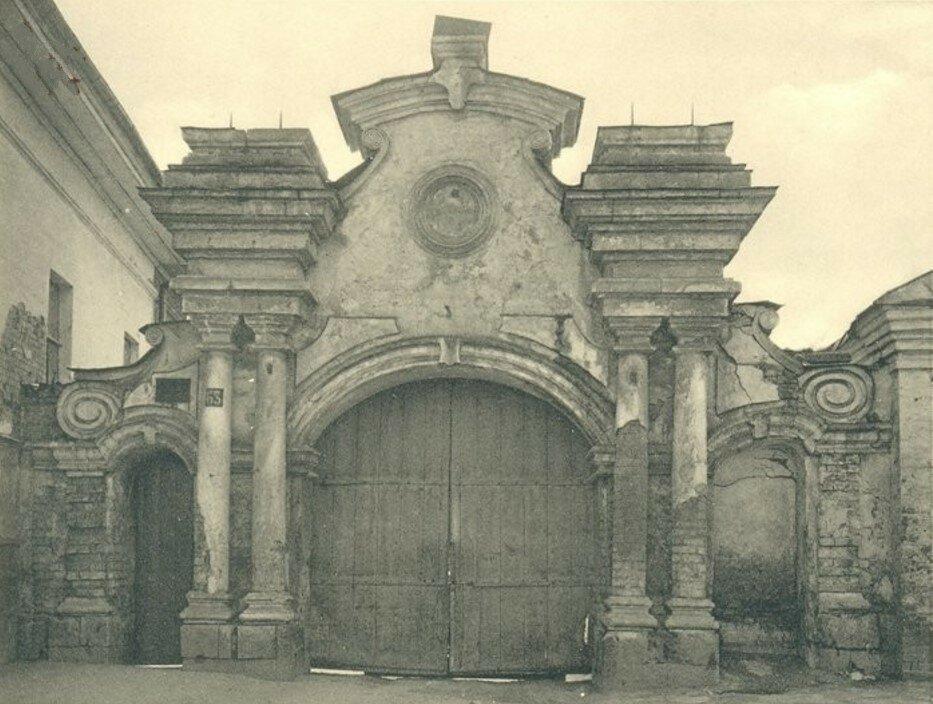 Ворота XVIII века на Старопавшинской
