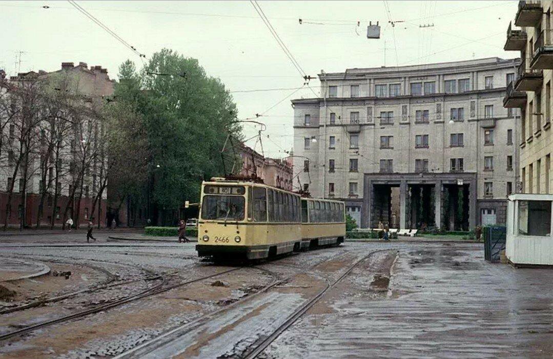 Большая Монетная на углу с улицей Льва Толстого