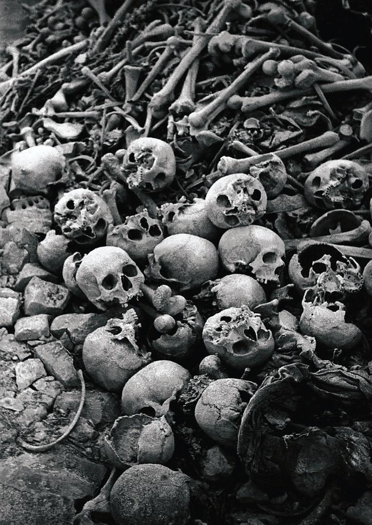 Останки узников концлагеря. Померания
