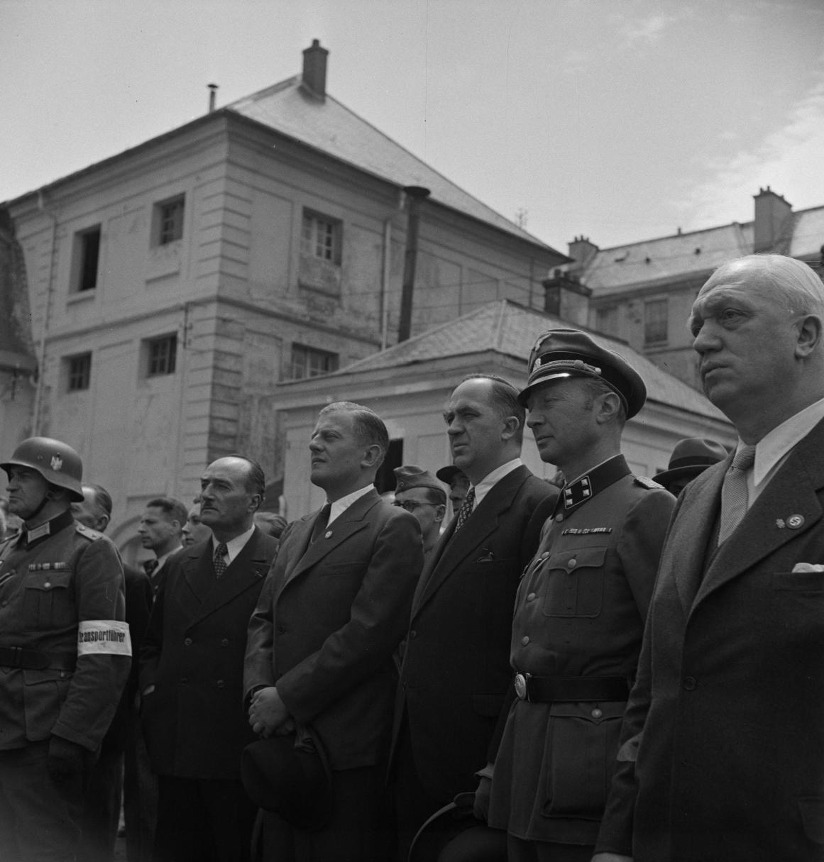 18. Генерал Арман Пинсар, Отто Абец (один из руководителей оккупационной администрации Третьего рейха на территории Франции), г-н Вестрик, советник посольства