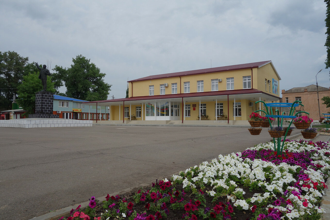 Ленин и центр детского творчества