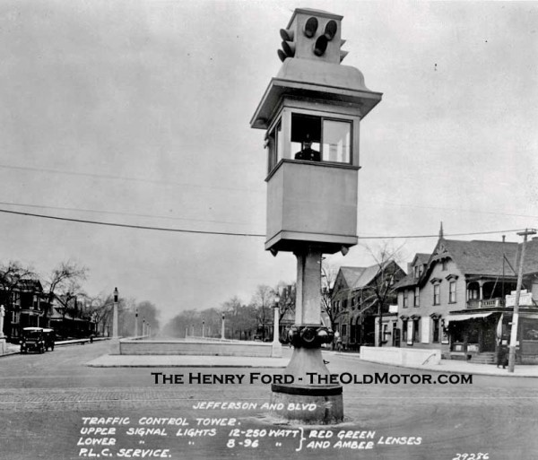 1914 On 5 August 1914, the American Traffic Signal Company installed the first traffic signal system on the corner of East 105th Street and Euclid Avenue in Cleveland, Ohio.jpg