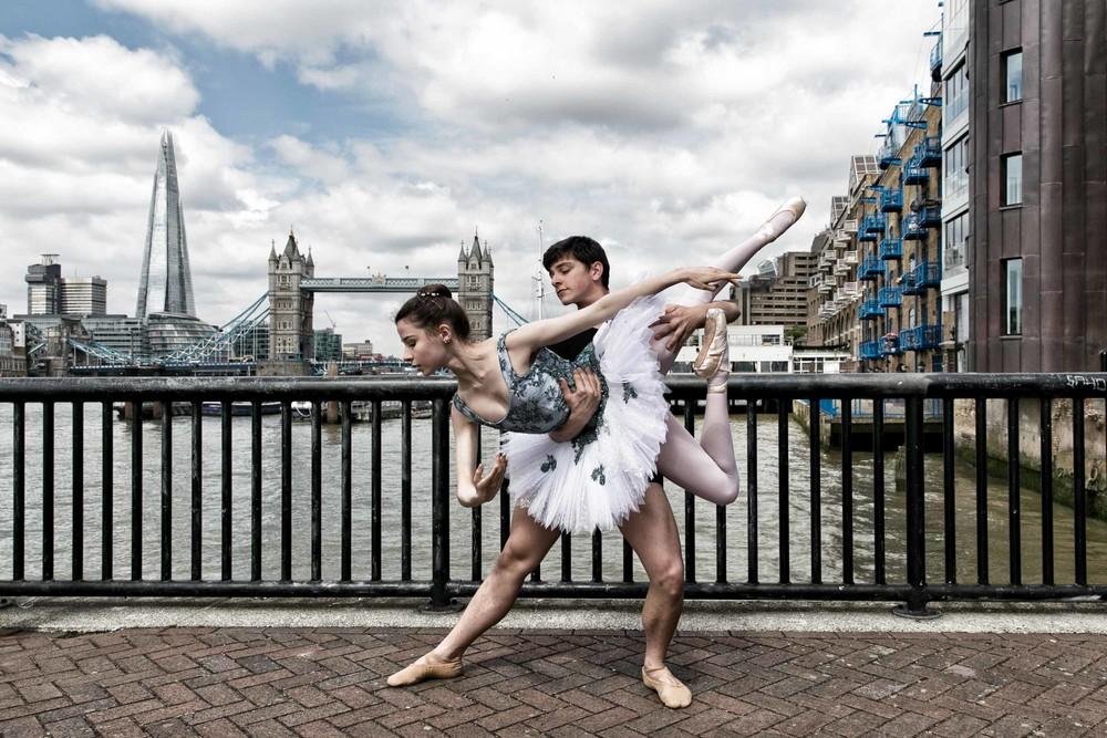 Танцы и йога на улицах города