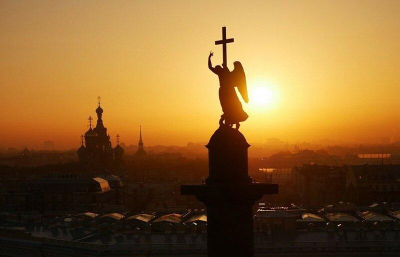 Вершина Александровской колонны, Санкт-Петербург (фото с помощью беспилотника)