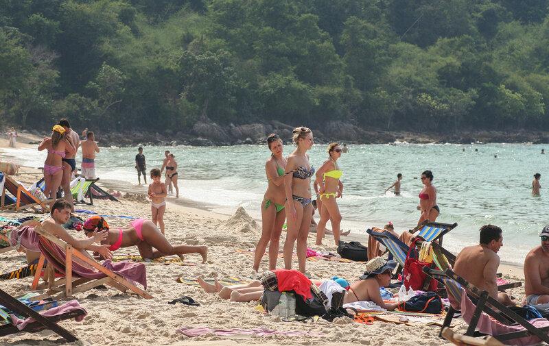 Пляж в самый солнцепёк
