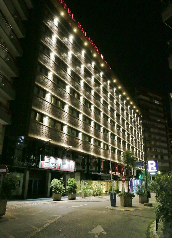 Ночная Сарагоса. Отель Palafox