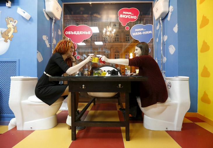 Кафе «Сумасшедший туалет» на Арбате (10 фото)