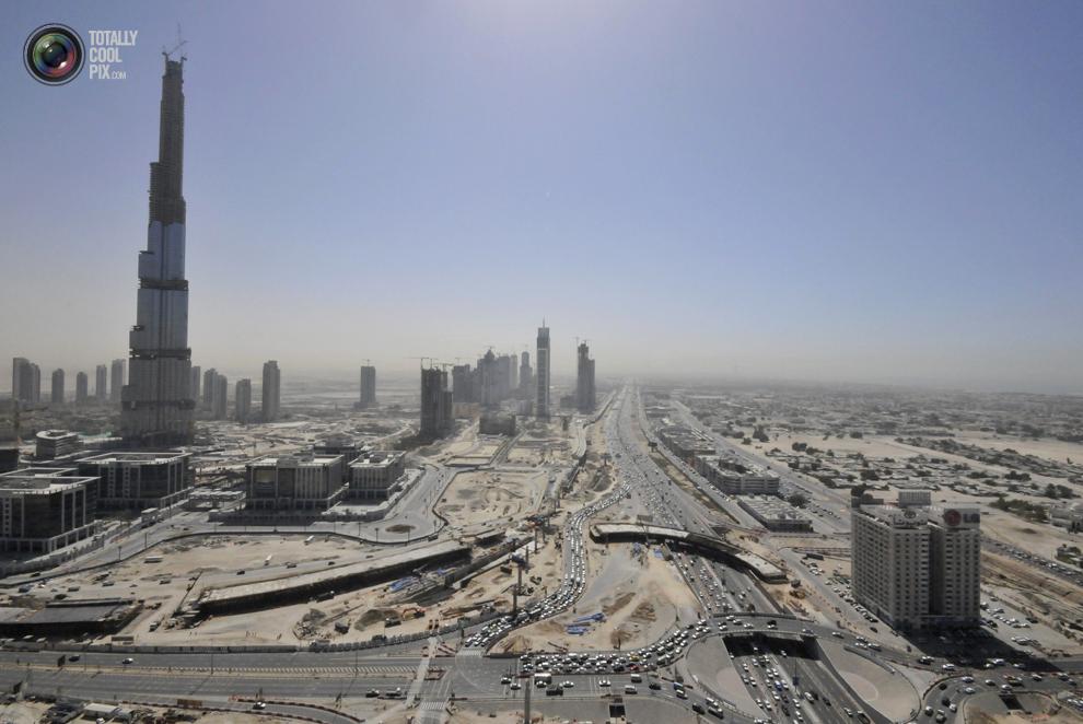 13. Самое высокое здание в мире «Бурдж-Халифа». На момент этой фотографии высота строящейся высотки