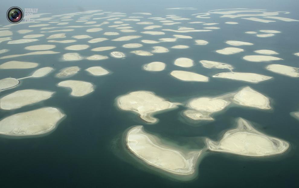 26. Вид с воздуха на острова искусственного архипелага «Мировые острова». (REUTERS/Ahmed Jadallah)