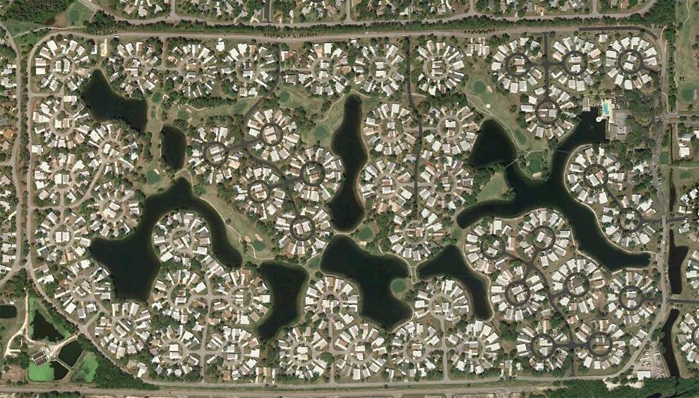 22. Дома в круглых участках к северу от Норт Форт Майерс. (© Google)