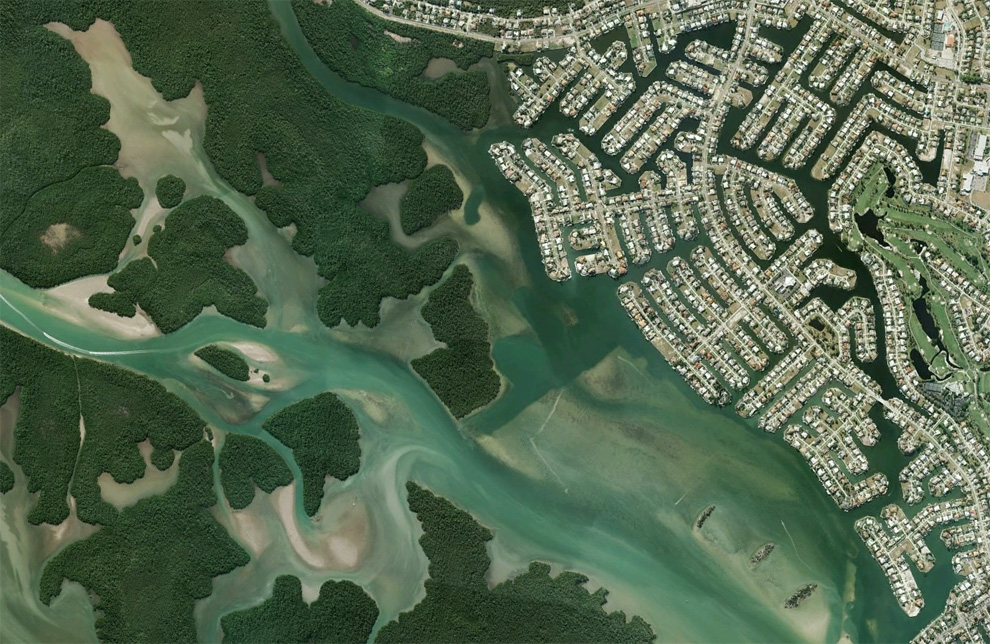 25. Каналы и дома недалеко от реки Биг Марко в Марко Айленд, штат Флорида. (© Google/USGS)