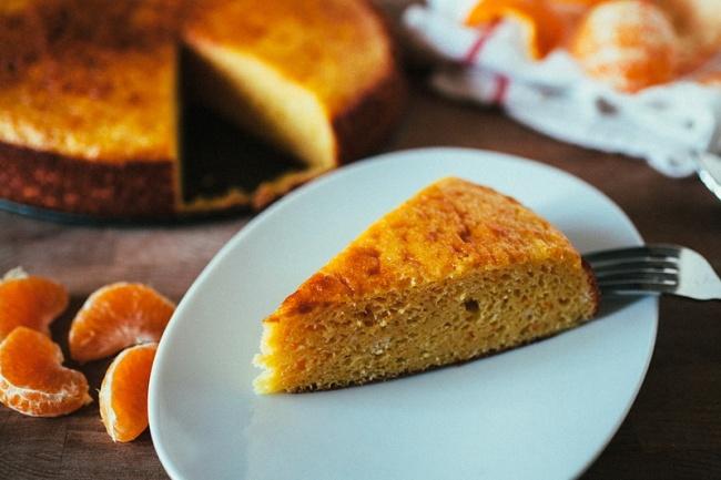 Вам понадобятся: мандарин— 4шт. яйцо— 3шт. сахар— 1стакан миндальная мука— 3стакана разрыхли